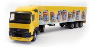 Ice Tea Volvo Truck met trailer - Lion Toys 1:50