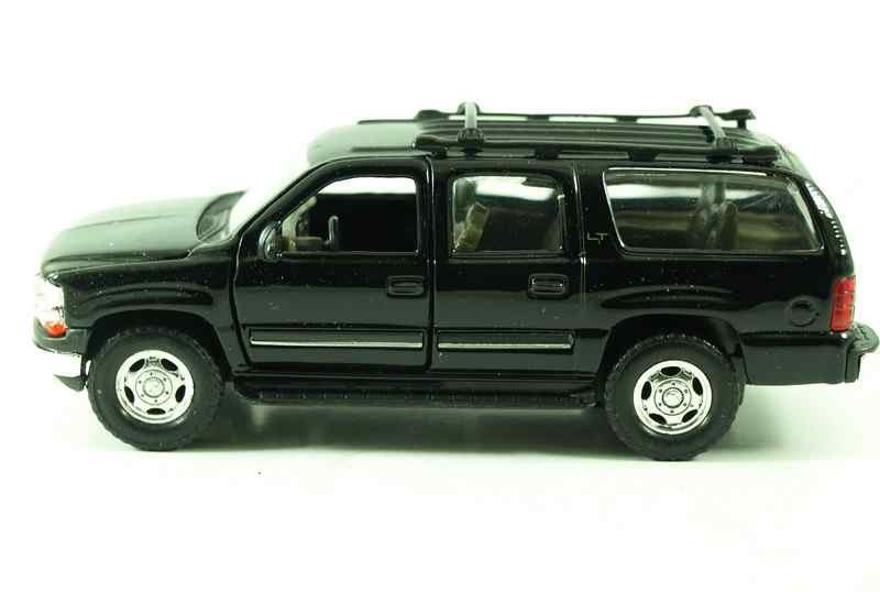 2001 Chevrolet Suburban Black - Welly 1:36