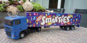 Smarties DAF Truck met trailer - Lion Toys 1:50