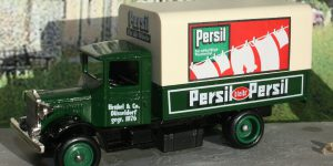 Days Gone 1934 Mack Canvas Back Truck Persil Soap Powder 1:43