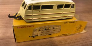Dinky Toys Caravane 811 avec glaces