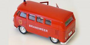 1963 Volkswagen T1 Bus (rood) Brandweer - Welly 1:34