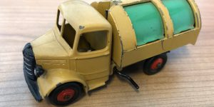 Dinky Toys 252 Bedford refuse wagon