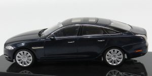 Jaguar XJ Dealer Model 1:43 IXO