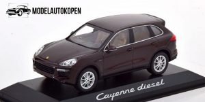 Porsche Cayenne Dealer Model (Bruin) 1:43 Minichamps