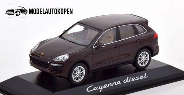 Porsche Cayenne Dealer Model (Bruin) 1:43 Minichamps