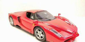 Ferrari Luna Rood 1/18 Hot Wheels