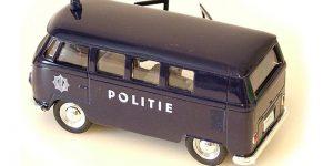 1963 Volkswagen T1 Bus (Politie) 1/34 Welly