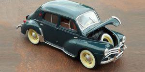 Renault 4 CV (Donkergroen) 1/18 Solido