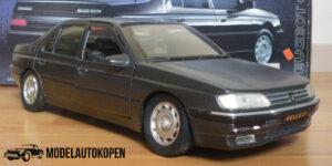 Peugeot 605 (1998) Grijs 1/18 Solido Dealermodel