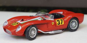 Ferrari 250 Testa Rossa (1957, Rood, Diamonds Collection) 1/18 Bburago