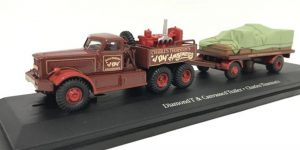 Diamond T & Canvassed Trailer Circus 1/76 Atlas