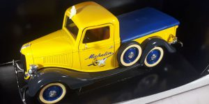 Ford Pick-Up Michelin (Geel) 1/18 Solido