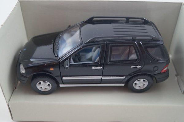 Mercedes-Benz M Klasse Zwart 1/43 Schuco