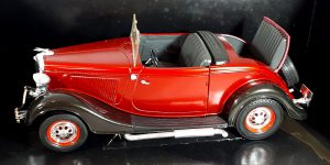 Ford Roadster (Rood) 1/18 Solido