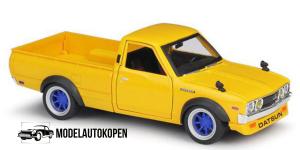 1973 Datsun 620 Pick-up (Geel) 1/24 Maisto