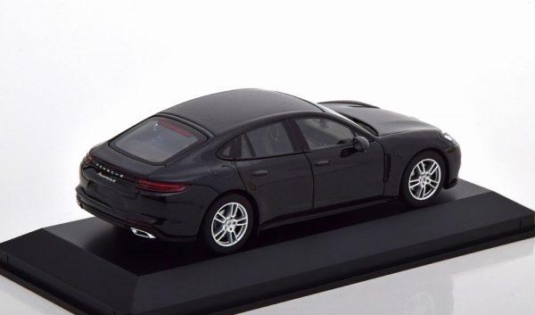 Porsche Panamera 4 (Zwart) 1/43 Minichamps