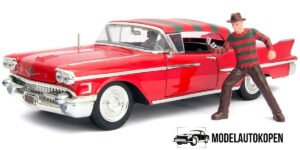 1958 Cadillac Series 62 + Freddy Krueger Figuur (Rood) 1/24 Jada