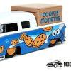 1963 Volkswagen Pickup + Cookie Monster Figuur (Blauw) 1/24 Jada