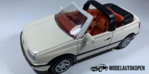 Volkswagen Gold Cabriolet (Wit) - 1:43 (Opruiming)