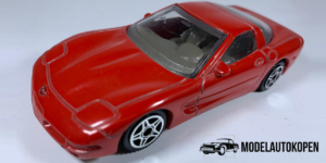 Chevrolet Corvette (Rood) - Bburago 1:43 (Opruiming)