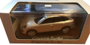 Porsche Cayenne Turbo (Beige Metallic) 1/43 Minichamps - Magazijn Opruiming