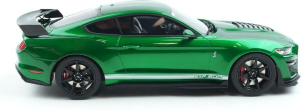 Ford Shelby GT500 (Candy Apple Green) (30cm) 1/18 GT Spirit