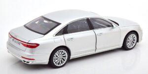 Audi A8 L 2018 (Zilver) (30cm) 1/18 Norev