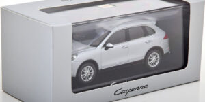 Porsche Cayenne 2014 (Zilver) (15cm) 1/43 Minichamps
