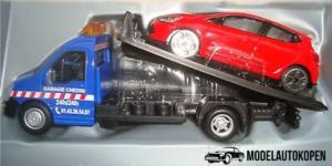Street Fire Flatbed Transporter + Renault Clio (Rood) (17cm) 1/43 Bburago