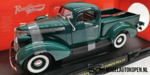 1937 Studebaker Coupe Express Pick Up (Groen) (30cm) 1/18 Road Signature Collection