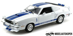 1976 Ford Mustang II Cobra II (Charlie's Angels) (Wit/Blauw) (30cm) 1/18 Greenlight