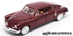 1948 Tucker Torpedo (Rood) (30cm) 1/18 Road Signature Collection