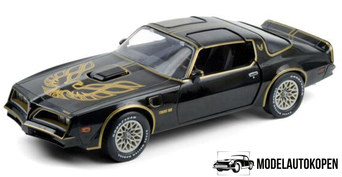 1977 Pontiac Firebird Smokey and The Bandit (Limited Edition) (Zwart/Goud) (30cm) 1/18 Artisan Collection