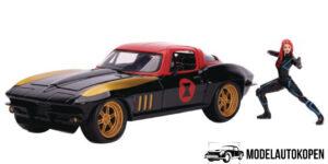 1966 Chevrolet Corvette + Black Widow Figuur (Zwart/Goud/Rood) (25cm) 1/24 Jada