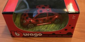 Volkswagen Beetle (Rood met stippen) (5cm) 1/64 Bburago