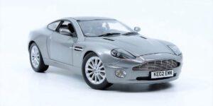 Aston Martin V12 Vanquish - James Bond 007 Die Another Day (Zilver) (30cm) 1/18 Bond Series