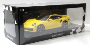 Porsche 911 Turbo S Cabriolet 2020 - Limited Edition 1 of 302 pcs (Geel) (30 cm) 1/18 MiniChamps