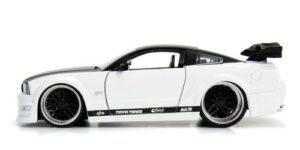 Ford Mustang GT 2006 (Wit/Zwart) (20 cm) 1/24 JADA
