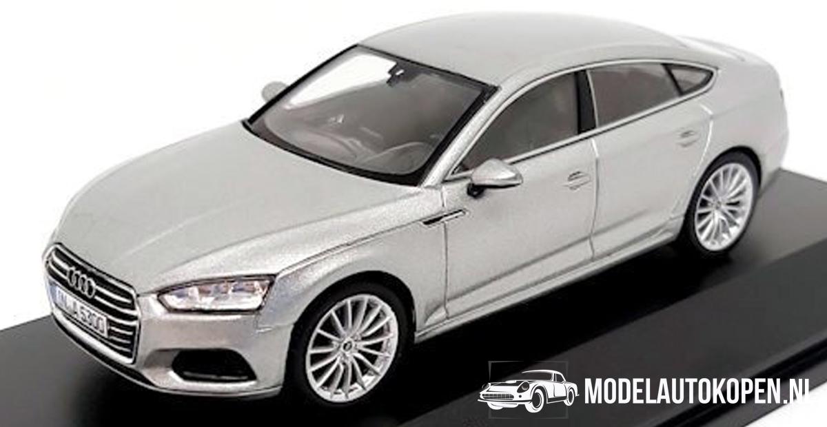 Audi A5 Sportback (Zilver) (10 cm) 1/43 Audi Collection Dealer model Spark