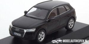 Audi Q5 (Zwart) (10 cm) 1/43 Audi Collection Dealer model Spark