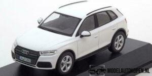 Audi Q5 (Wit) (10 cm) 1/43 Audi Collection Dealer model iScale