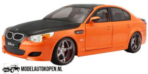 BMW M5 (Oranje) (24cm) UT models 1:18