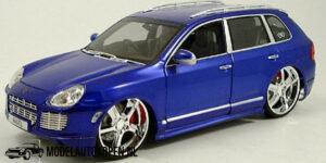 Porsche Cayenne Turbo (Blauw) (26cm) Maisto 1:18