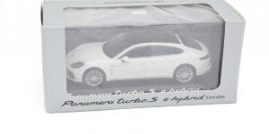 Porsche Panamera Turbo S e-Hybrid Executive (Wit) (11cm) 1/43 MiniChamps