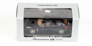 Porsche Panamera 4S Executive (Donkerblauw) (11cm) 1/43 MiniChamps