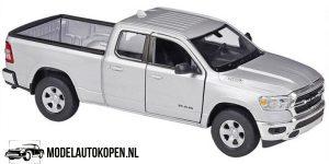 2019 Dodge RAM 1500 (Zilver) (10 cm) 1/43 Welly
