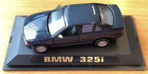 BMW 325i (Donkerblauw) (10 cm) 1/43 Diecast