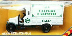 1929 Renault Van Galleries Lafayette (Wit) (13cm) 1:43 Corgi Classics