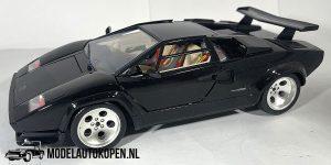 Lamborghini Countach 1988 (Zwart) (22cm) 1:18 Bburago + Showcase
